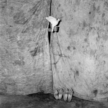 Juxtaposed. 2003 - Roger Ballen - FLAIR Galerie
